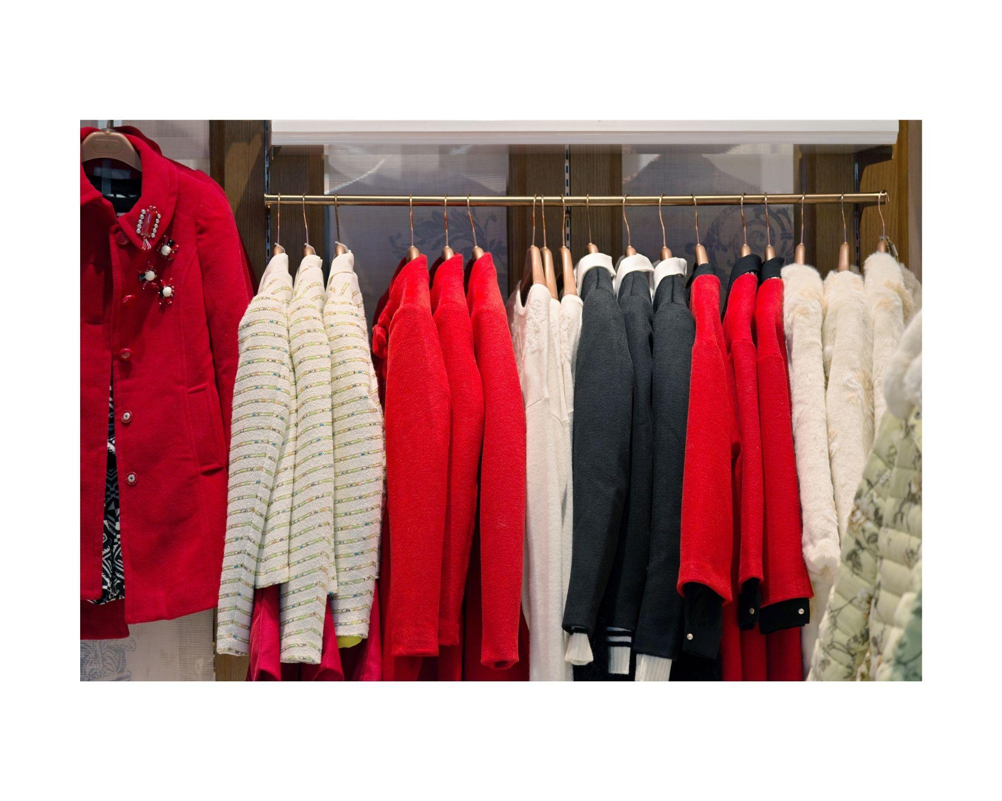 Cappotti da donna neri e rossi